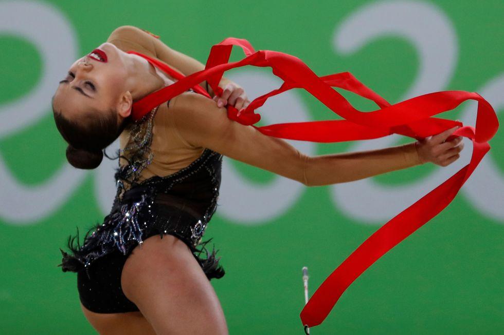 21 bộ đồ thể dục nghệ thuật sexy mê người ở Olympic Rio - 20