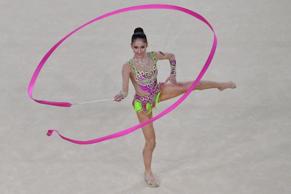 21 bộ đồ thể dục nghệ thuật sexy mê người ở Olympic Rio - 19