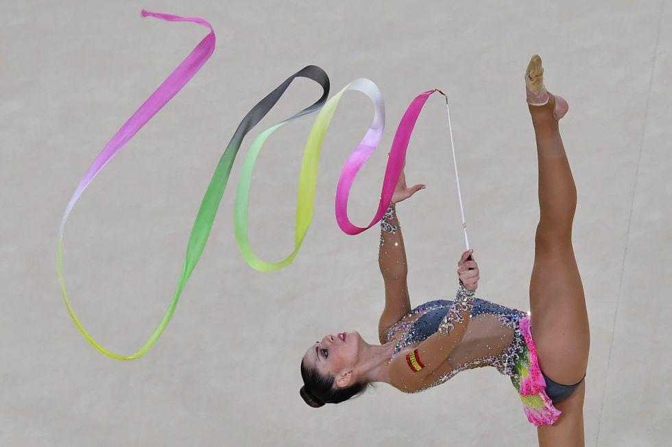21 bộ đồ thể dục nghệ thuật sexy mê người ở Olympic Rio - 18