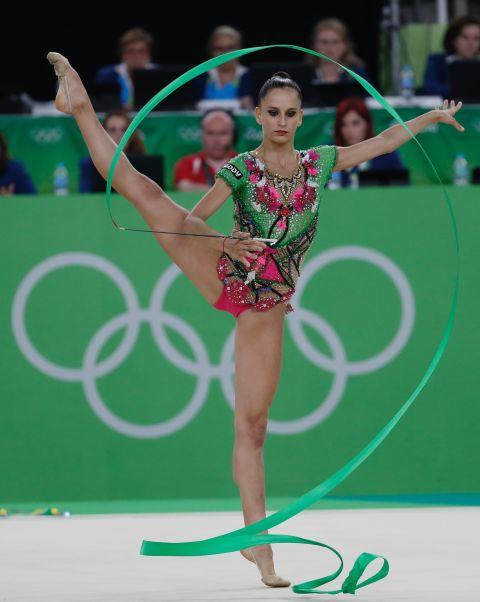 21 bộ đồ thể dục nghệ thuật sexy mê người ở Olympic Rio - 17