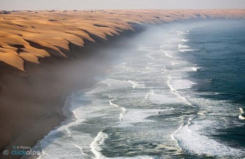 """Nơi sa mạc Namib """"hẹn hò"""" với đại dương - 3"""