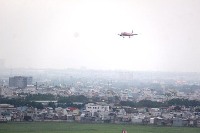 Tân Sơn Nhất: Nhiều tia laser chiếu vào máy bay hạ cánh - 1