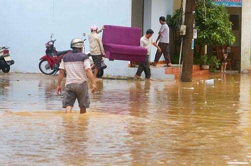 TP Yên Bái ngập sâu trong biển nước sau bão số 3 - 2