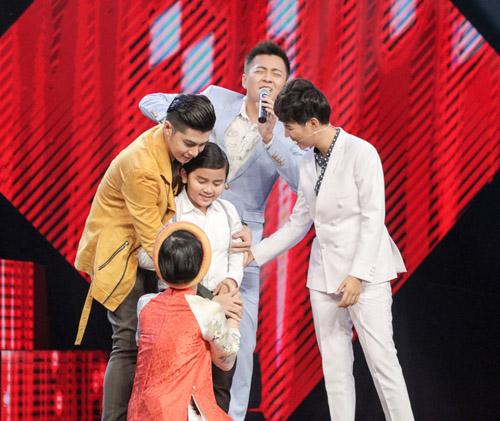 """Cậu bé nghèo hát dân ca khiến The Voice Kids """"phát cuồng"""" - 2"""