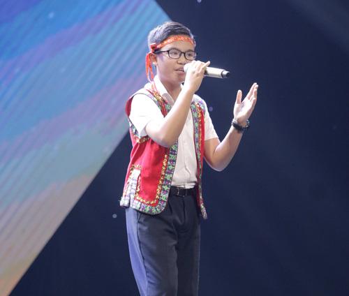"""Cậu bé nghèo hát dân ca khiến The Voice Kids """"phát cuồng"""" - 10"""