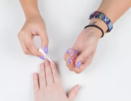2 bước chăm sóc móng tay đẹp tự nhiên với dầu nóng - 9