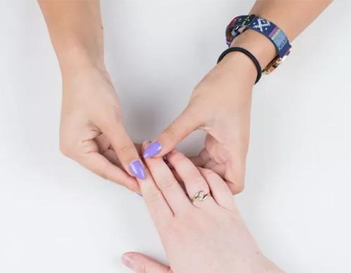 2 bước chăm sóc móng tay đẹp tự nhiên với dầu nóng - 10