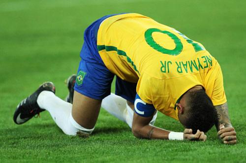 Giành HCV Olympic, Neymar khóc như đứa trẻ - 2