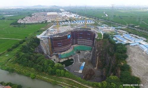 Khách sạn nửa tỷ USD dưới hố sâu 100m ở Trung Quốc - 1