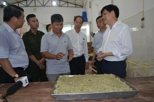 Phát hiện phụ gia TQ không tem tại cơ sở sản xuất bánh trung thu - 1