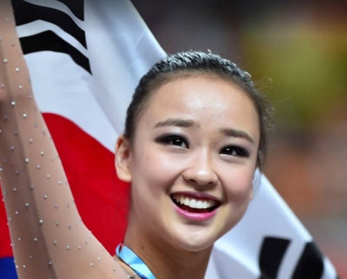 Thẫn thờ xem VĐV xinh như Hoa hậu tranh tài Olympic - 1