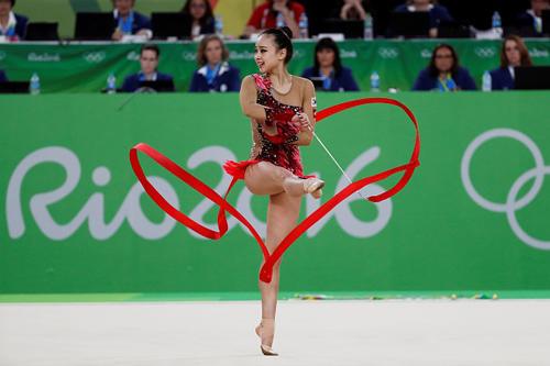 Thẫn thờ xem VĐV xinh như Hoa hậu tranh tài Olympic - 2