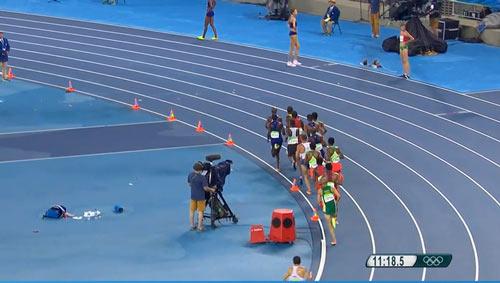 Olympic Rio: VĐV Mỹ mất oan huy chương khi đang ăn mừng - 1