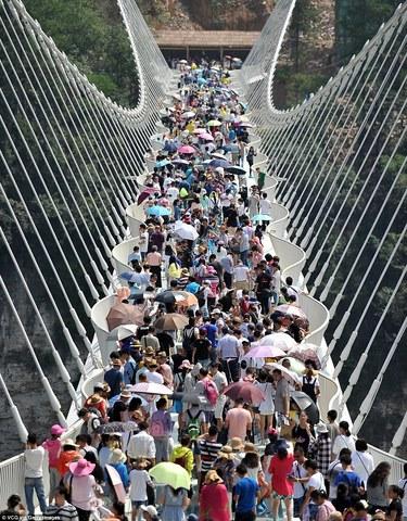 Khai trương cầu kính cao và dài nhất thế giới - 2