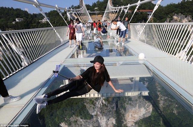 Khai trương cầu kính cao và dài nhất thế giới - 7
