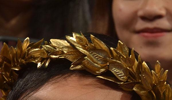 Cận cảnh vòng nguyệt quế mạ vàng của Olympia 2016 - 4