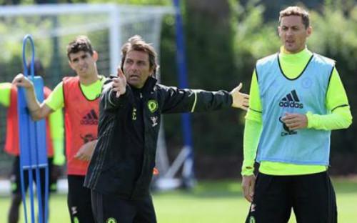 """Conte: """"Gã mafia"""" trên đường pitch của Chelsea - 2"""