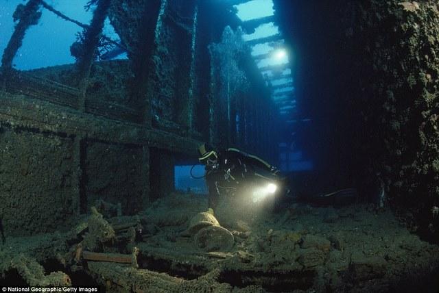 Khám phá tàu chiến Mỹ 13.000 tấn chìm sâu dưới biển - 4