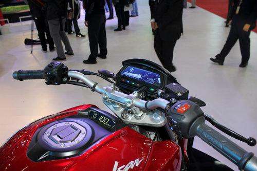 Bajaj Pulsar VS400 giá 56 triệu đồng thách đấu BMW G310R - 3