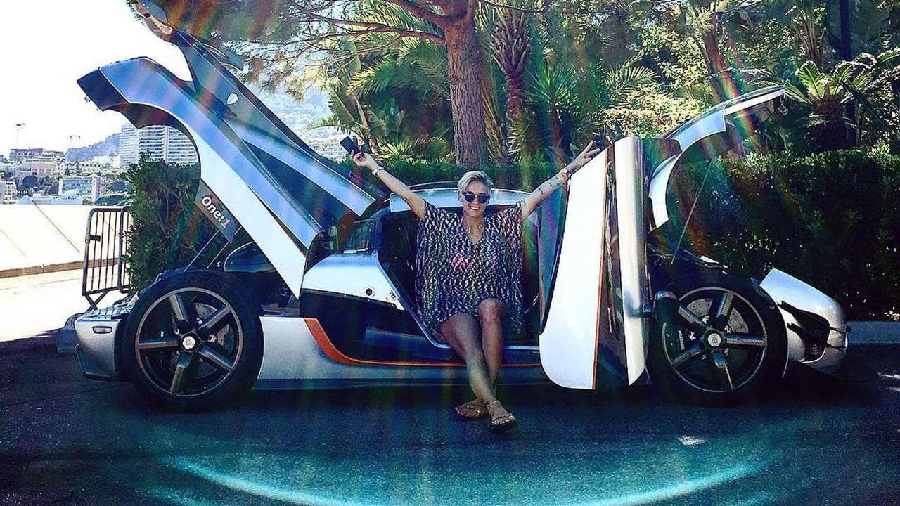 """Tay đua nữ """"sexy"""" điều khiển siêu xe Koenigsegg One:1 - 1"""