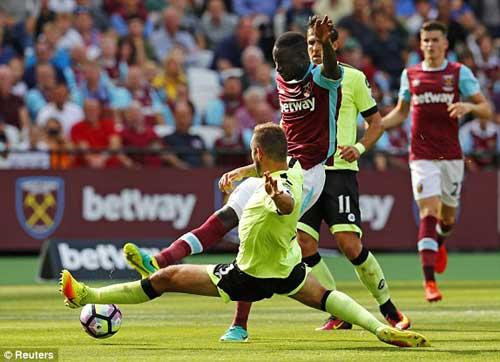 West Ham – Bournemouth: Bước ngoặt thẻ đỏ - 1