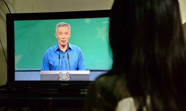 Thủ tướng Singapore ngất khi đọc diễn văn - 1