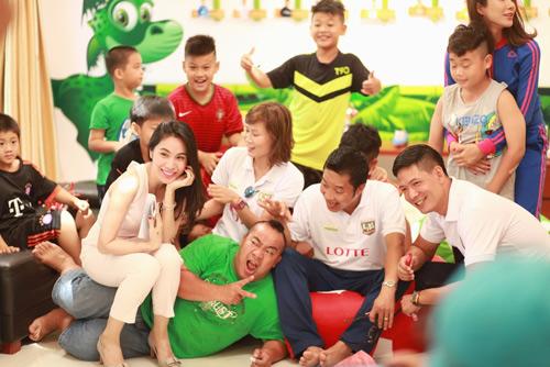 Lotte Cầu Thủ Nhí 2016: Thủy Tiên hát cho các cầu thủ nhí - 7