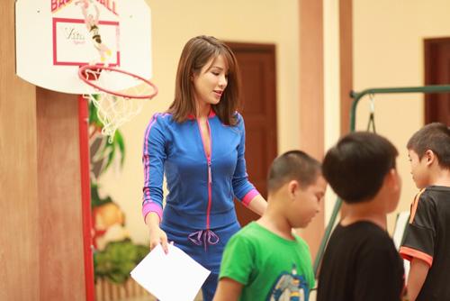 Lotte Cầu Thủ Nhí 2016: Thủy Tiên hát cho các cầu thủ nhí - 4