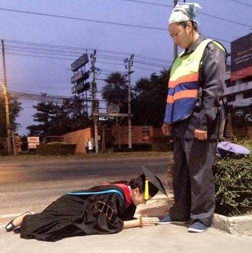 Sốc ảnh ăn chơi của hot girl Thái lạy mẹ nhặt rác - 1