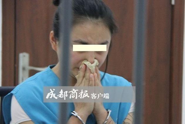 Nữ MC 19 tuổi bị bắt vì phát clip đồi trụy trên mạng - 2