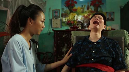 """Hoa hậu VN: """"Bản sao Nguyễn Thị Huyền"""" lội bùn, cuốc đất - 5"""