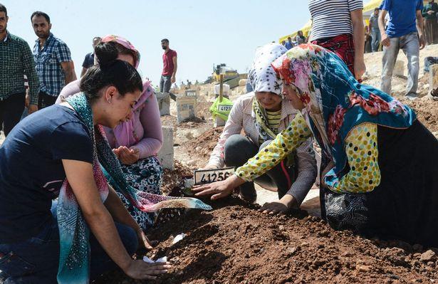 Đánh bom đám cưới Thổ Nhĩ Kỳ: Mồ chôn tập thể 51 người - 4