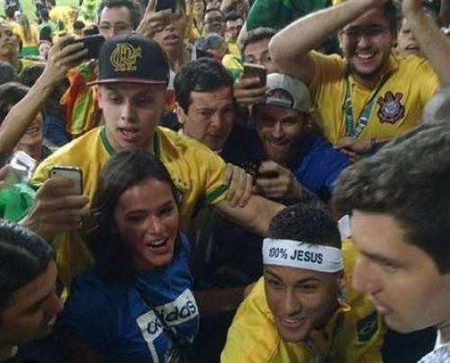 Neymar tặng HCV Olympic cho người yêu cũ - 1