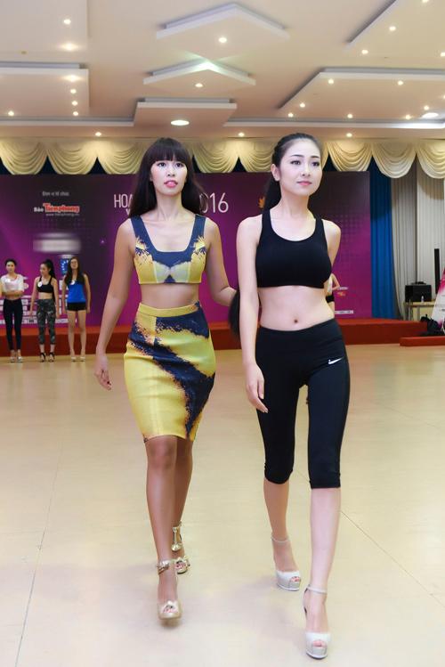 Hà Anh đọ dáng dàn thí sinh Hoa hậu Việt Nam 2016 - 1