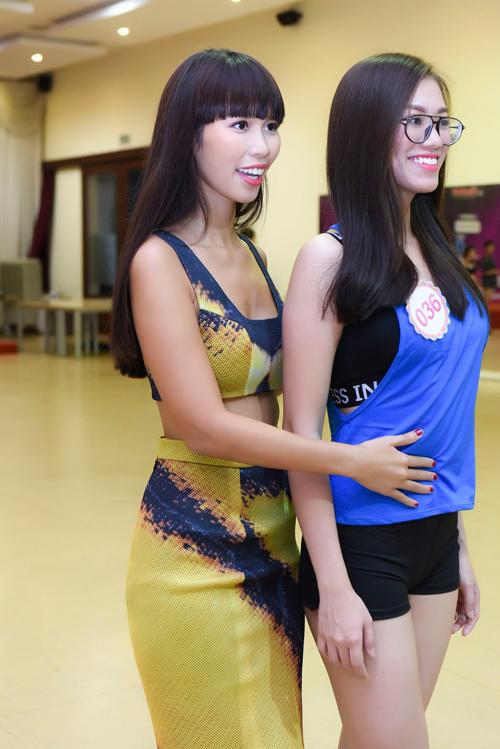 Hà Anh đọ dáng dàn thí sinh Hoa hậu Việt Nam 2016 - 2