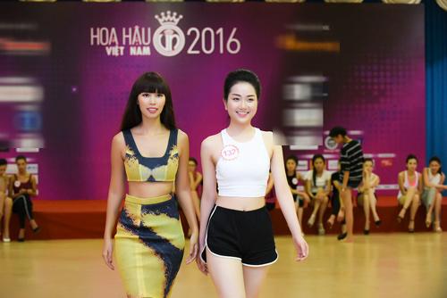 Hà Anh đọ dáng dàn thí sinh Hoa hậu Việt Nam 2016 - 8