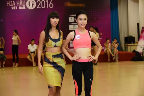 Hà Anh đọ dáng dàn thí sinh Hoa hậu Việt Nam 2016 - 7