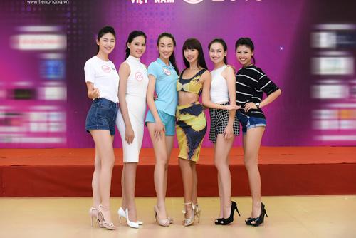 Hà Anh đọ dáng dàn thí sinh Hoa hậu Việt Nam 2016 - 10