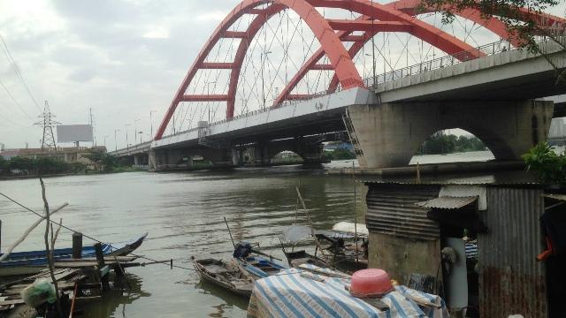 """Nhảy sông Sài Gòn, được khắc tinh """"hà bá"""" cứu sống - 1"""