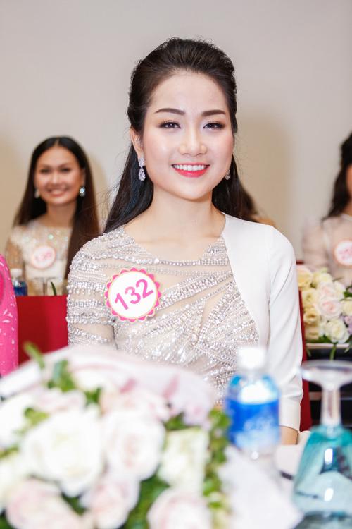 Ngắm top 30 Hoa hậu VN trong lần đầu ra mắt báo chí - 3
