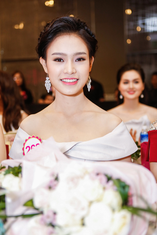 Ngắm top 30 Hoa hậu VN trong lần đầu ra mắt báo chí - 12