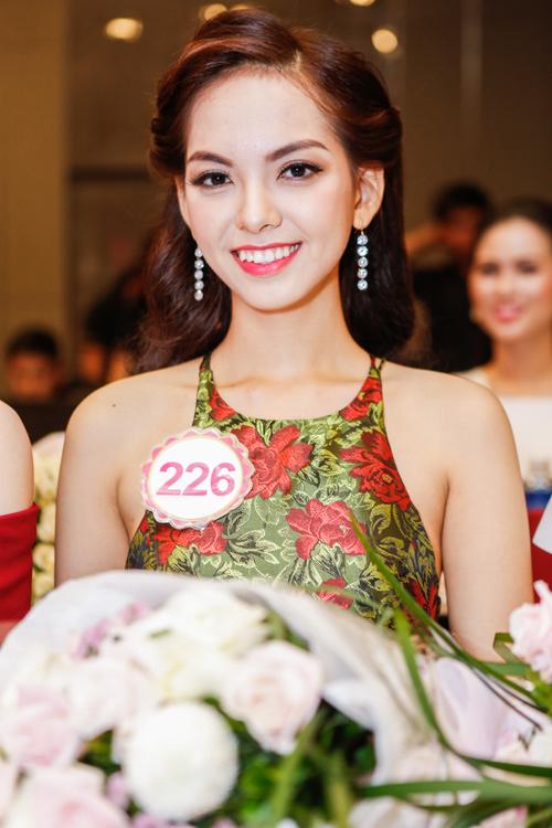 Ngắm top 30 Hoa hậu VN trong lần đầu ra mắt báo chí - 13