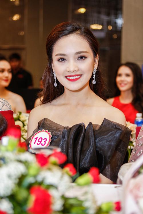 Ngắm top 30 Hoa hậu VN trong lần đầu ra mắt báo chí - 10