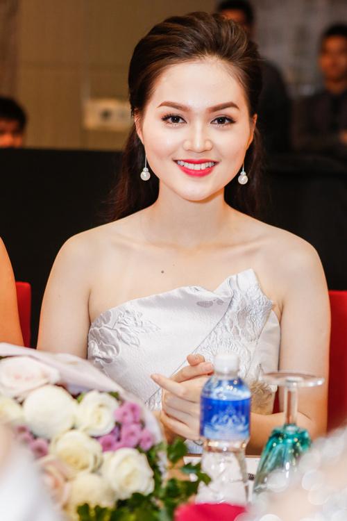 Ngắm top 30 Hoa hậu VN trong lần đầu ra mắt báo chí - 17