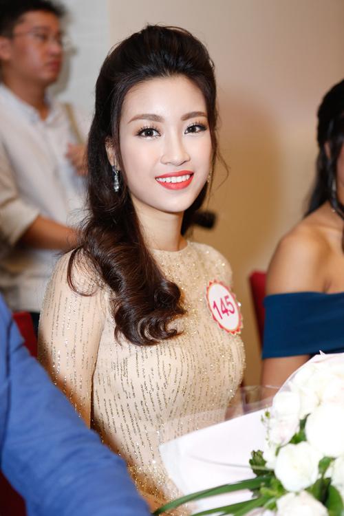 Ngắm top 30 Hoa hậu VN trong lần đầu ra mắt báo chí - 22