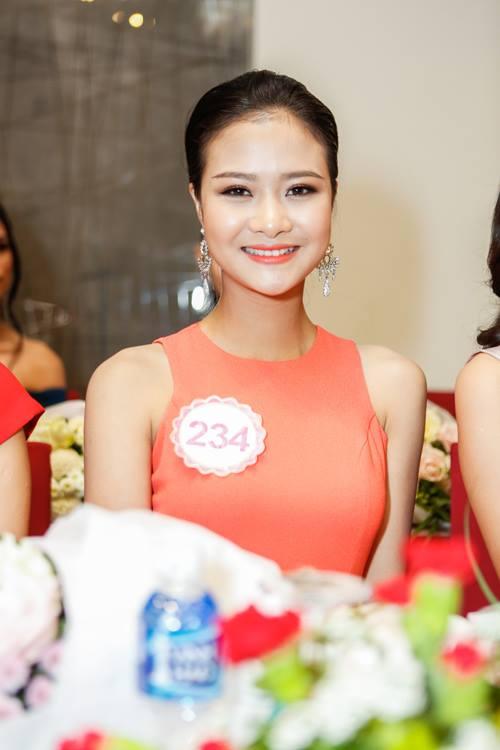 Ngắm top 30 Hoa hậu VN trong lần đầu ra mắt báo chí - 27