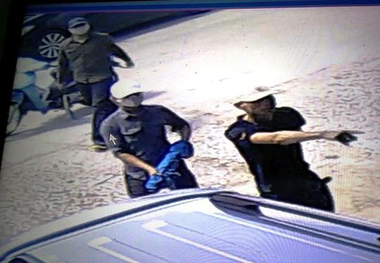 Vụ nổ súng truy sát 1 gia đình: Hàng xóm bị đạn sượt vào môi - 2