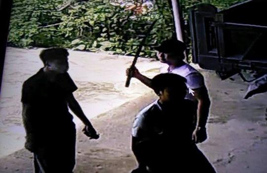 Vụ nổ súng truy sát 1 gia đình: Hàng xóm bị đạn sượt vào môi - 3
