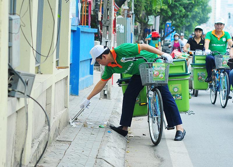 Lần đầu xuất hiện xe đạp gom rác trên đường phố Thủ đô - 1