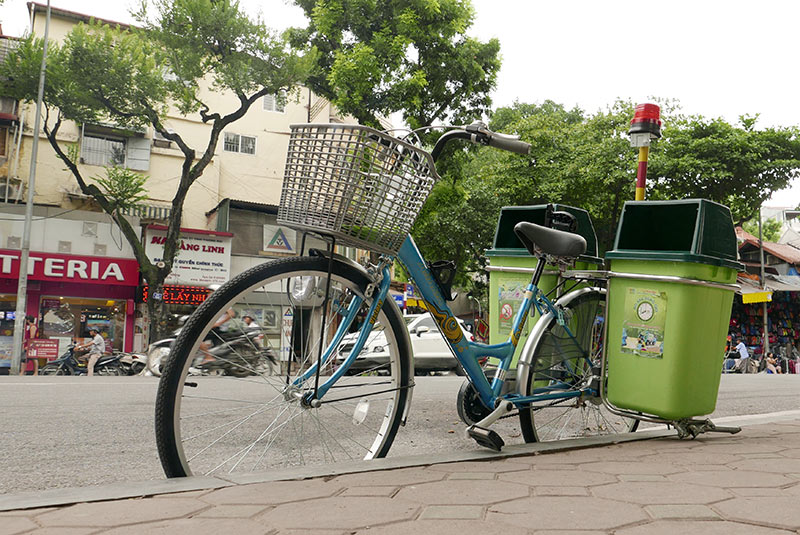 Lần đầu xuất hiện xe đạp gom rác trên đường phố Thủ đô - 4